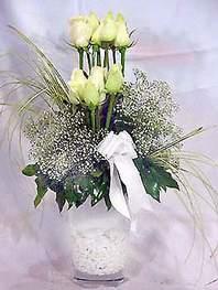 Konya çiçek , çiçekçi , çiçekçilik  9 adet vazoda beyaz gül - sevdiklerinize çiçek seçimi