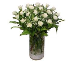 Konya uluslararası çiçek gönderme  cam yada mika Vazoda 12 adet beyaz gül - sevenler için ideal seçim