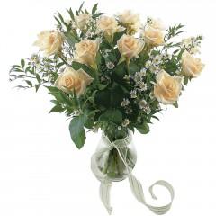 Vazoda 8 adet beyaz gül  Konya çiçek siparişi sitesi