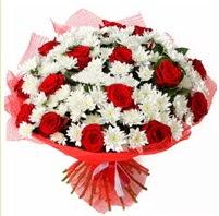 11 adet kırmızı gül ve beyaz kır çiçeği  Konya çiçek yolla