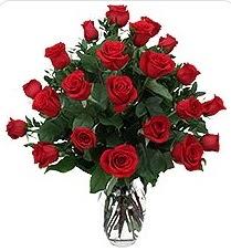 Konya çiçek gönderme sitemiz güvenlidir  24 adet kırmızı gülden vazo tanzimi