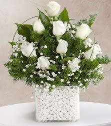 9 beyaz gül vazosu  Konya güvenli kaliteli hızlı çiçek