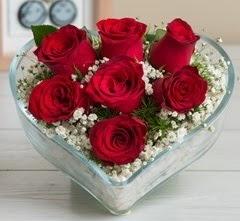 Kalp içerisinde 7 adet kırmızı gül  Konya çiçek online çiçek siparişi