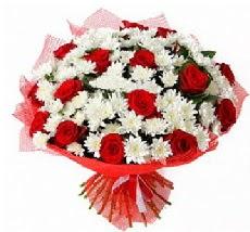 11 adet kırmızı gül ve 1 demet krizantem  Konya online çiçek gönderme sipariş