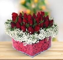 15 kırmızı gülden kalp mika çiçeği  Konya güvenli kaliteli hızlı çiçek