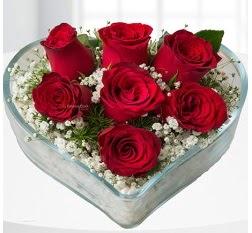 Kalp içerisinde 7 adet kırmızı gül  Konya çiçek siparişi vermek