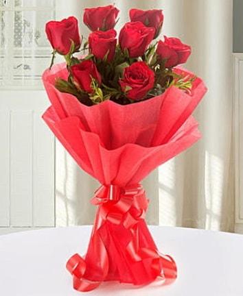 9 adet kırmızı gülden modern buket  Konya hediye sevgilime hediye çiçek