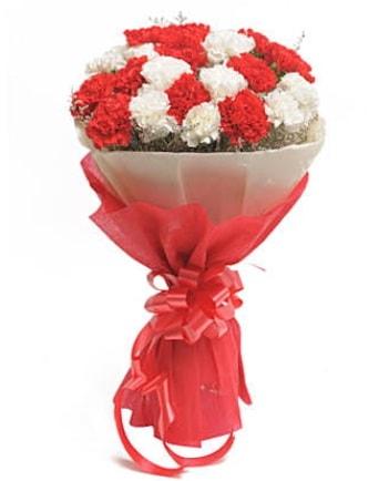 21 adet kırmızı beyaz karanfil buketi  Konya güvenli kaliteli hızlı çiçek
