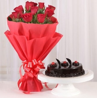 10 Adet kırmızı gül ve 4 kişilik yaş pasta  Konya çiçek yolla